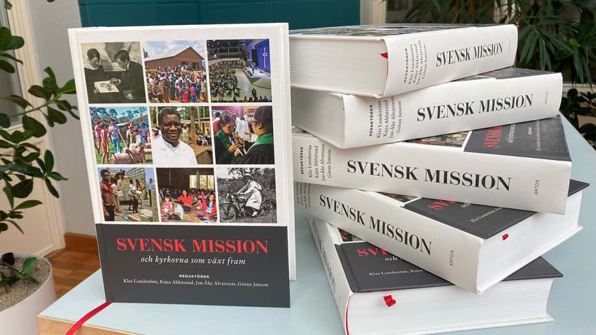 Med sina drygt 700 sidor och drygt 35 medverkande författare är detta ett unikt verk som fyller en lucka i kunskapen och dokumentationen av svenskt missionsarbete.