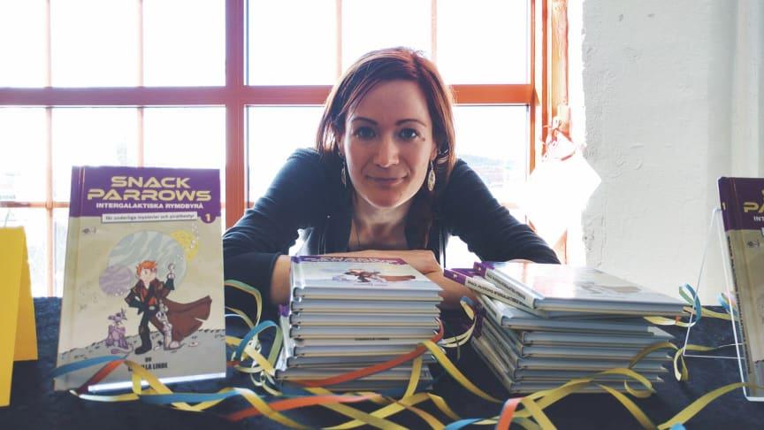 Camilla Linde har skrivit böckerna om Snack Parrow och håller workshops för barn under Vetenskapsfestivalen i Göteborg.