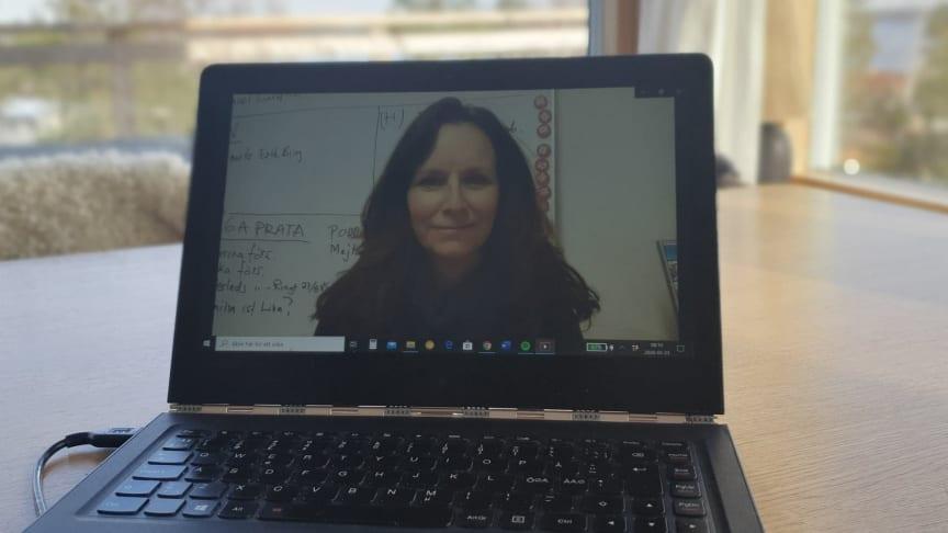 Hjärnkollambassadören Victoria Strandberg föreläser om att vara anhörig till någon med psykisk ohälsa och utmattningssyndrom.