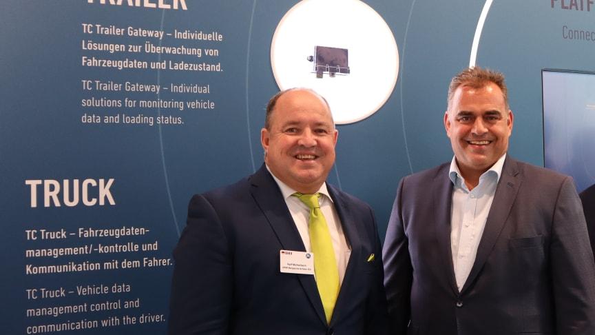 Freuen sich über die enge Zusammenarbeit: Ralf Merkelbach (BPW) und Matthias Bohm (DHL).
