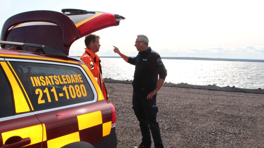 Arbete pågår för att begränsa skadorna av oljeutsläppet vid Piteå hamn