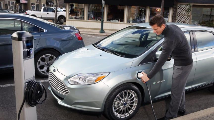 Fords första personbil med nollutsläpp – den helt nya Focus Electric – visas på bilsalongen i Genève