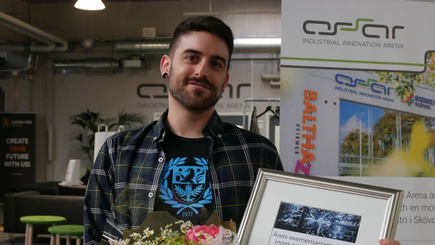 "Victor Igelmo, student vid masterprogrammet Intelligent Automation, mottog 28 maj priset ""Årets produktionstekniska student"" på ASSAR. Bild:Anna German"