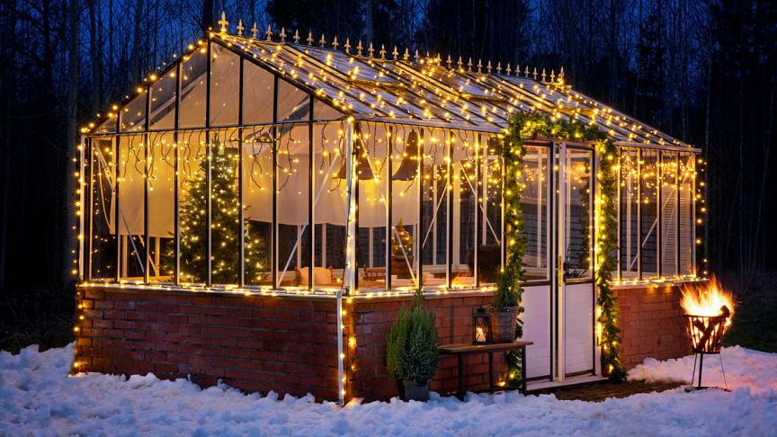 Vem har sagt att julen börjar i december? På Rusta är det fritt fram att gå loss bland belysning, granar, pynt och textilier långt tidigare!