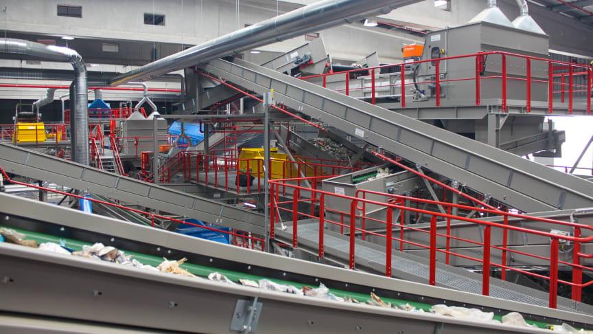 Pressetermin: Besichtigung der wiederaufgebauten Verpackungsabfall-Sortieranlage in Rostock