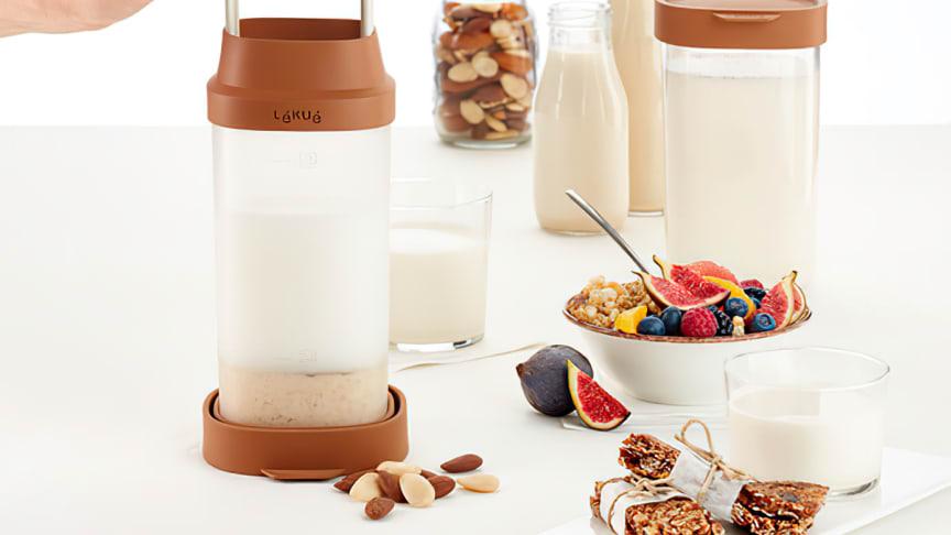 Gör en välsmakande nötdryck till frukosten med den smarta mixkannan!