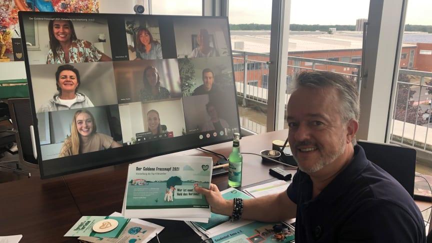 """Digital und doch ganz nah: Die Jury des """"Goldenen Fressnapf"""" 2021 rund um den Vorsitzenden Torsten Toeller. Bildnachweis: Fressnapf-Gruppe"""