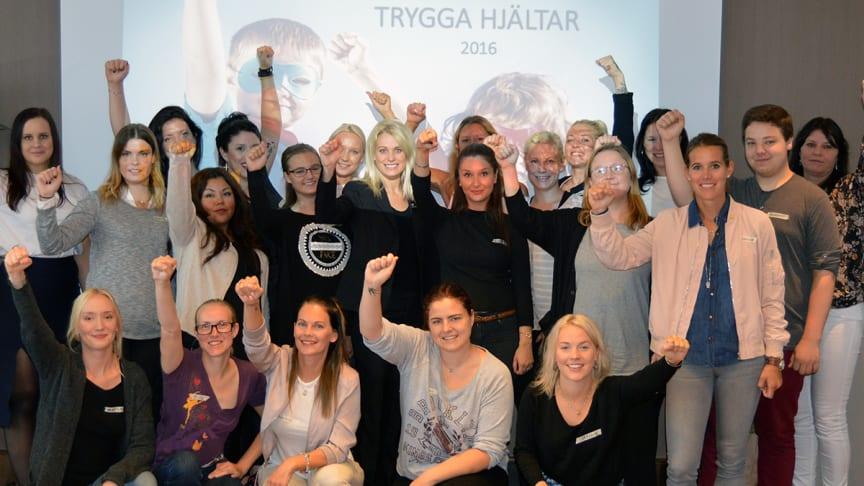 Trygga Hjältar tillsammans med Clarion Hotel Arlanda Airport´s marknadschef, Lisa Hägglund.