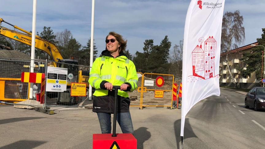 Johanna Frelin redo att spränga och därmed förklara bygget för officiellt startat.