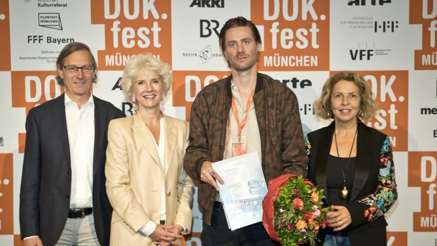 Preisverleihung: Joost Vandebrug (3.v.l.) wurde am Samstag mit dem Dokumentarfilmpreis der SOS-Kinderdörfer weltweit ausgezeichnet.