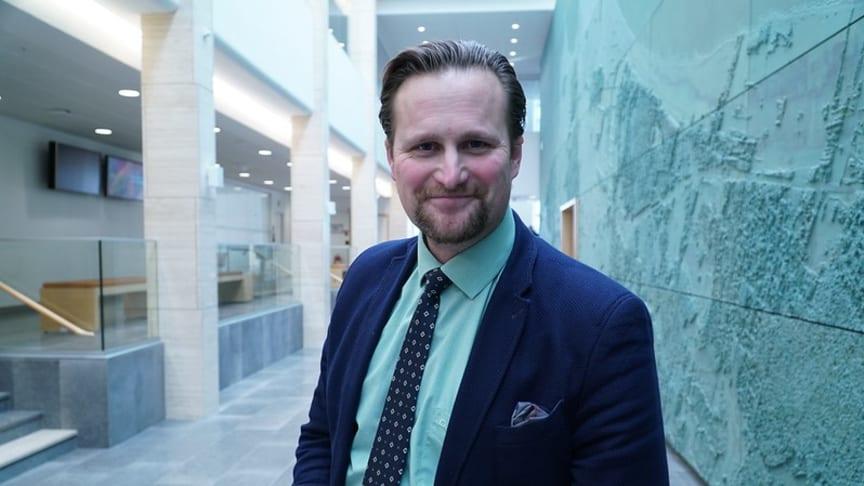 """""""Glädjande att UD tagit sitt förnuft till fånga!"""" Carl Johan Sonesson (m) om de nya reserekommendationerna"""