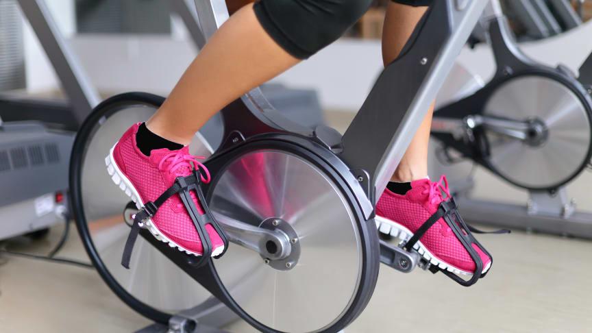 Clarion Hotel Arlanda Airport cyklar i förmån för Barncancerfonden