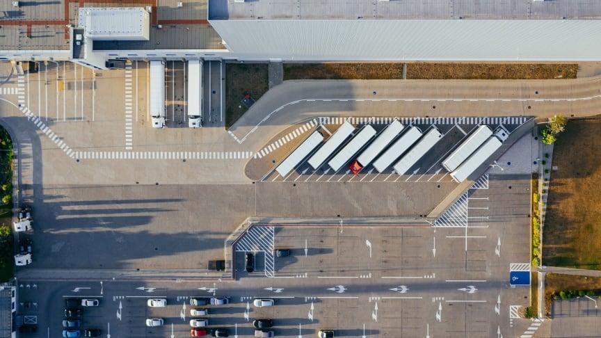 Das Logistiknetz Berlin-Brandenburg e.V. (LNBB) feiert in diesem Jahr sein 15-jähriges Bestehen und setzt sich gemeinsam mit den Mitgliedern und Partnern, darunter die TH Wildau, für Infrastrukturprojekte und die Logistikbranche in der Region ein.