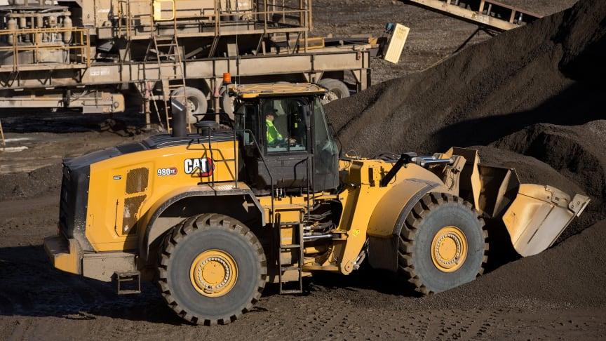 Wallbergs köper sju nya hybridhjullastare Cat 980 XE till sina krossgrupper och investerar även i tre Cat DE715-generatoraggregat och fyra grävmaskiner Cat 352 ur Next generation.