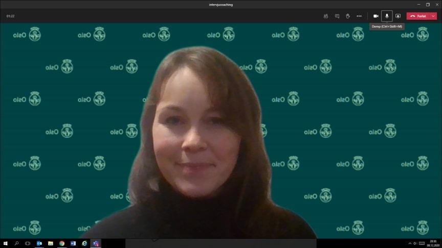 Prosjektleder Iselin Havstein Glover veileder unge i jobbsøk digitalt
