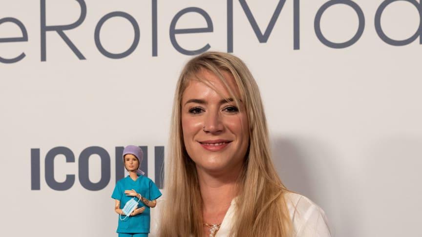 Die 34-jährige Krankenschwester Franziska Böhler wird aufgrund ihres unermüdlichen Engagements im Bereich Krankenpflege als Barbie Role Model ausgezeichnet.