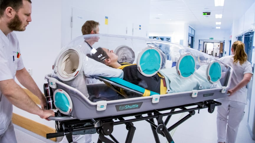 EpiShuttle ensures the safe transport of contagious patients and the safety of health professionals while allowing critical treatment of the patient along the way.