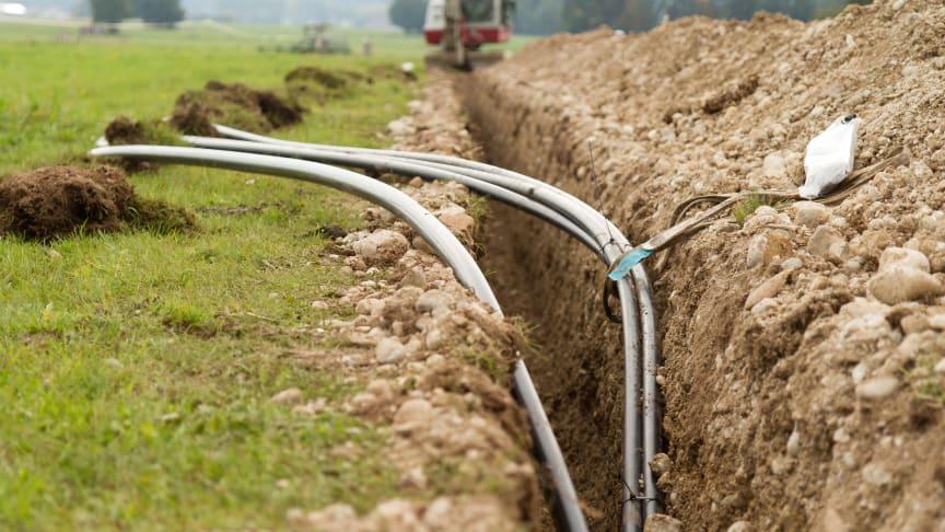 Die Bayernwerk Netz GmbH beginnt mit dem Bau einer neuen Stromleitung im Markt Mitterfels im Landkreis Straubing - Bogen. Das Landratsamt hat die Maßnahme zur Verbesserung der Versorgungssicherheit genehmigt.