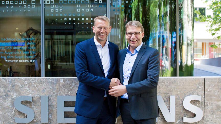 Peter Carlsson, vd för Northvolt, och Ulf Troedsson, vd för Siemens Nordics.