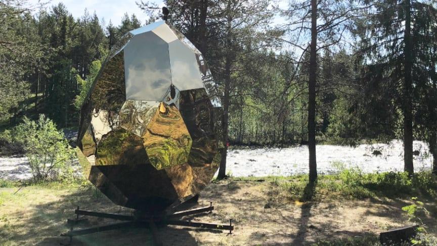 Efter en turné till Stockholm och Paris är det premiär för Solar Egg i Gällivare, på Hembygdsföreningens område vid älven,  den 7 juni.