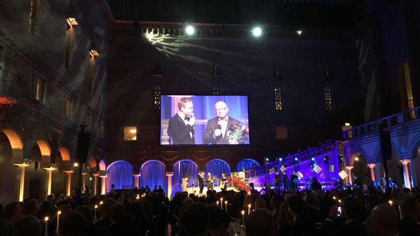 Anders Wennström tar emot priset som Årets Key Account Manager på Dagligvarugalan 2017