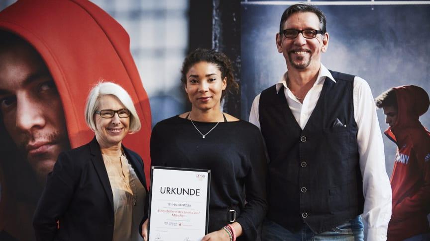 (v.li.) Gina Baumgartner von der Stadtsparkasse München, Selina Dantzler und Klaus Sarsky vom Olympiastützpunkt Bayern. Copyright: Team Deutschland.
