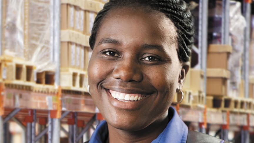 Our colleague in South Africa, Basani Mathebula, Logistics Assistant, kindly agreed to be on the cover of the 2016 DSV annual report