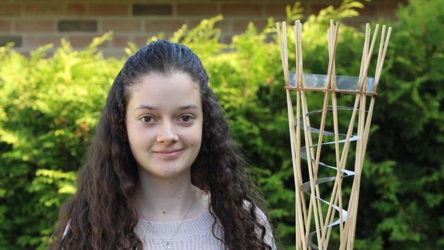 Jocely gewann beim Wettbewerb Junior.ING mit ihrem Spiralturm