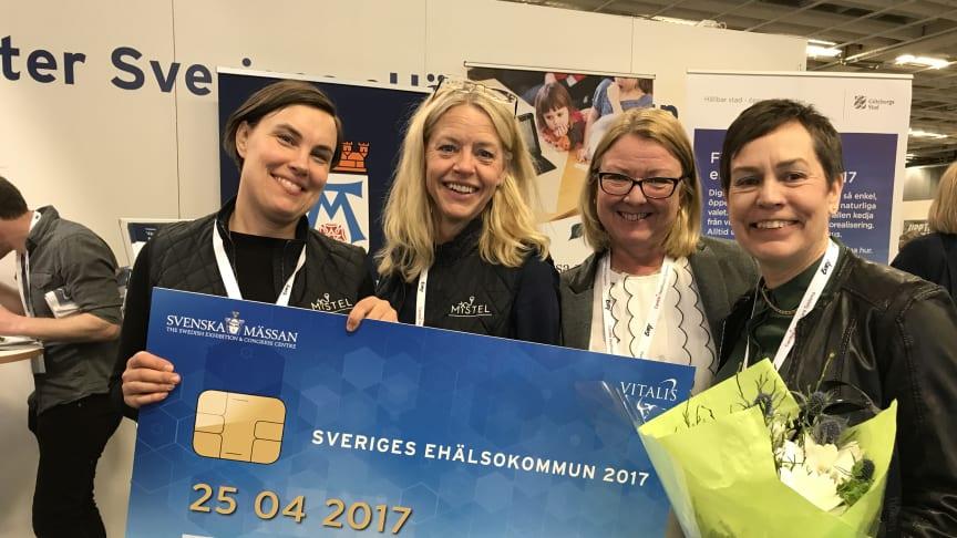 Västerås stad tog idag emot priset Sveriges eHälsokommun 2017. Från vänster: Elisabeth Kjellin, projektledare, Karin Hedberg, projektledare, Anne Almqvist, digitaliseringsstrateg och Ann Östling, strateg – alla från Sociala nämndernas förvaltning.