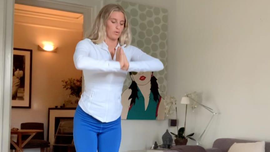 Sparks Generation lanserar digital yogavecka för unga tillsammans med Penny Parnevik