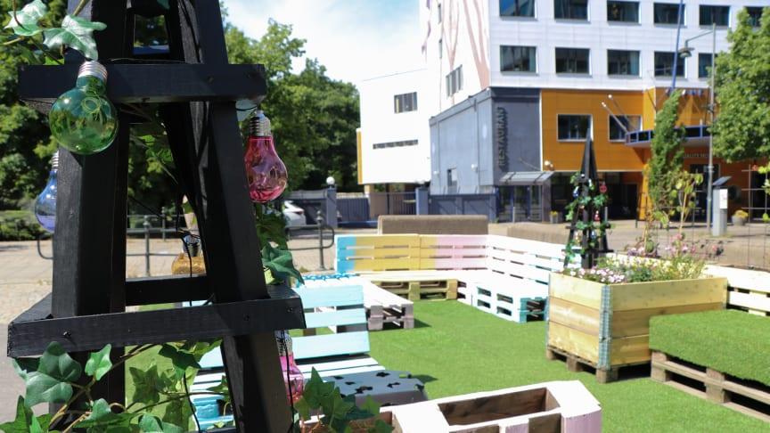 Fyra unga kommunutvecklare har byggt en tillfällig park vid Hallbergsbron