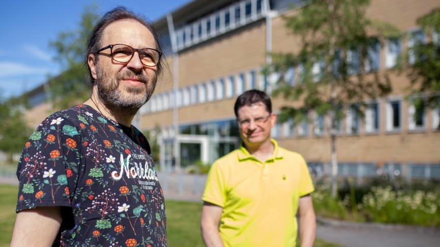 Kulturgeograferna Dieter Müller och Roger Marjavaara vid Umeå universitet ser att det finns många intressanta saker att titta på inom turismforskning i och med pandemin. Foto: Alekzandra Granath