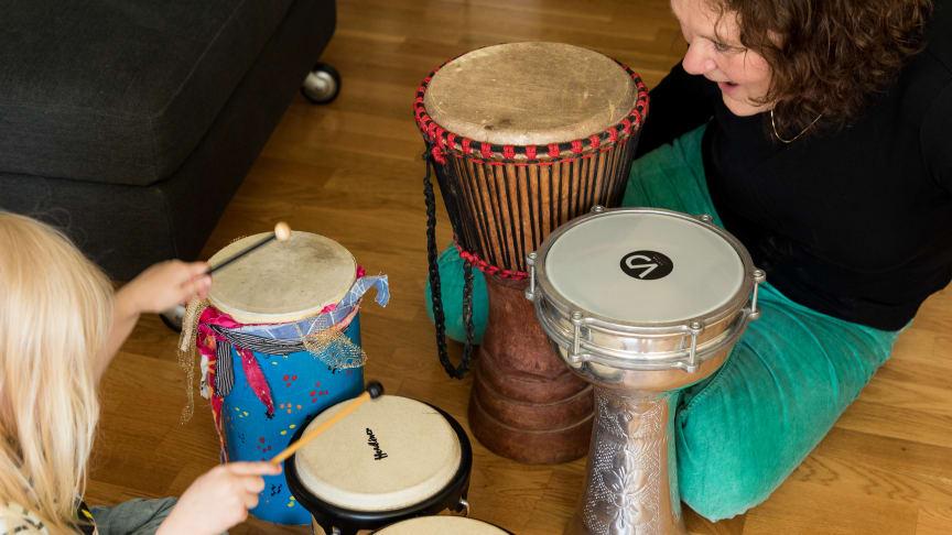 Musikterapi genom stiftelsen Musikbojen