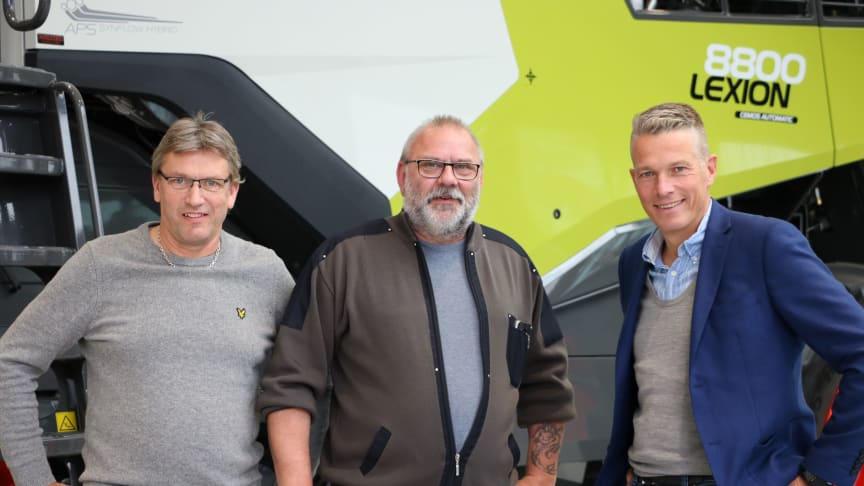 Delägarna Jonas Techel och Tomas Johansson tillsammans med Swedish Agro Machinerys vd Björn Pettersson.