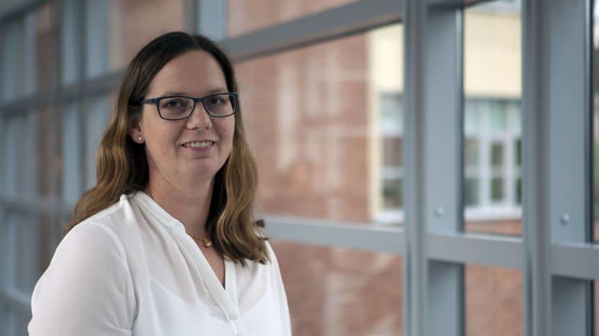 Åsa Thomson har själv läst utbildningen till distriktssköterska med inriktning avancerad vård i hemmet. Hon har jobbat inom yrket några år och undervisar nu på programmet.