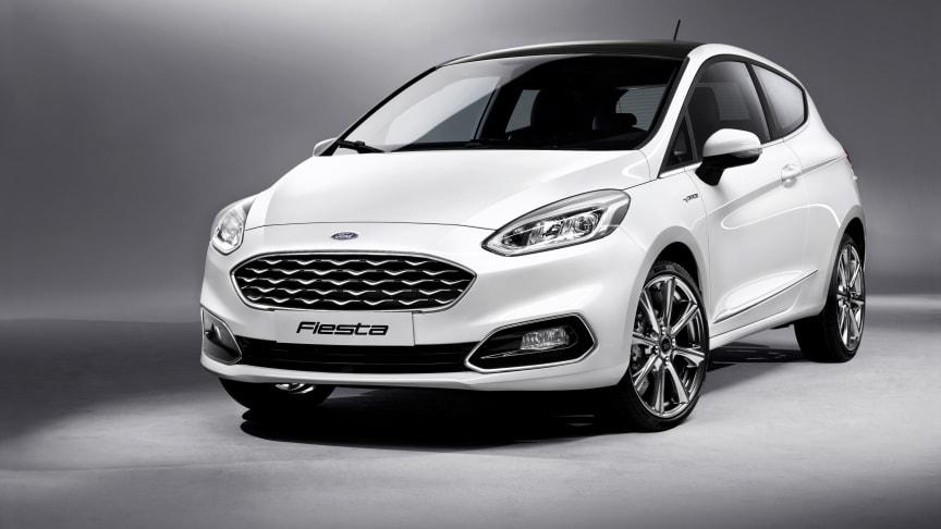 Ford Fiesta fylder 40 år, og det er tid til den niende generation af den mest populære minibil i Europa. Den nye Fiesta er avanceret som få, udstyret med op til 15 assistancesystemer og kommer for første gang i en eksklusiv Vignale-version.