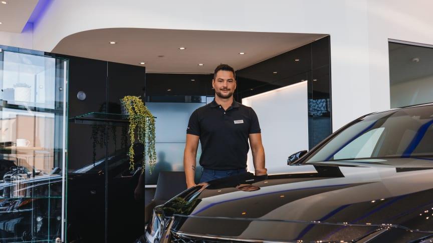 Ønsker at kundene skal føle seg hjemme når de besøker den nye butikken, forteller Morten Teksnes salgssjef og brand manager hos Lexus Bodø