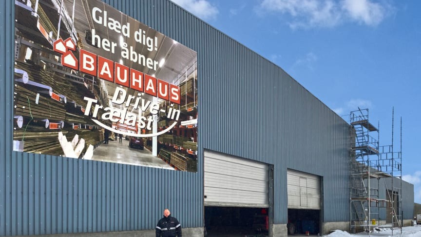 Bauhaus i Vejle er i fuld gang med at bygge en drive-in, der gør indkøb af store og tunge byggematerialer nemt og effektivt for kunderne.