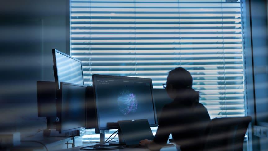 Direktørsvindel utgjør en stadig større trussel. Politiet, DNB og Telenor går nå sammen for å advare norske bedrifter.