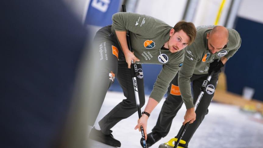 Til helga starter den norske curlingsesongen i Snarøyahallen. Lag Minera Skifer fra Oppdal Curlingklubb skal kjempe om seieren i Norges Cup Elite. Foto: @Céline Stucki.