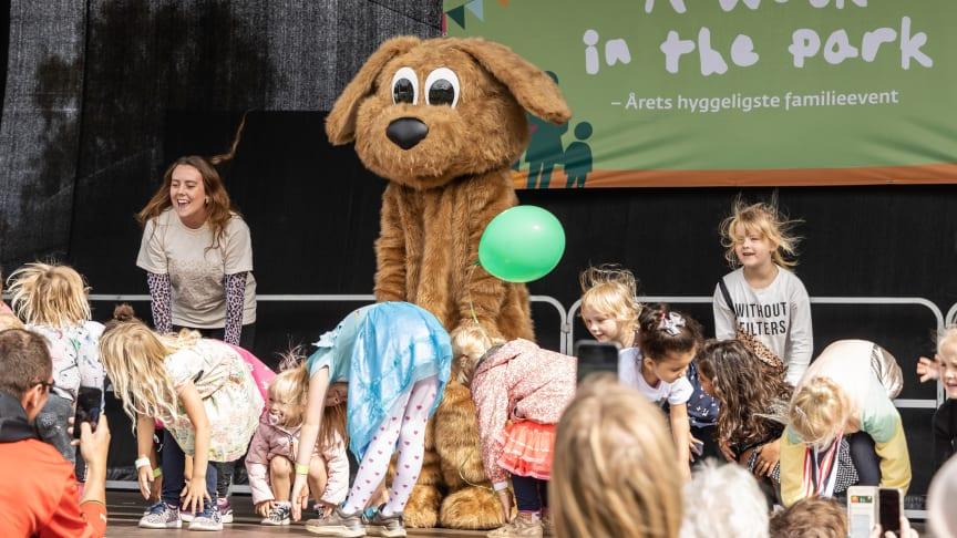 Skoringen bakkede igen i år op om familieeventet 'A Walk in the Park'. Her var skokædens populære Skofus hund bl.a. på scenen for at aktivere de mange børn, der deltog i eventet. Der blev i alt samlet 113.000 kr. ind til Legeheltene.