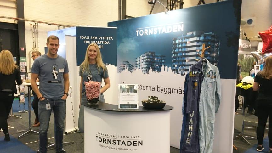 Marcus Axelsson och Moa Mindedal i Tornstadens mässmonter