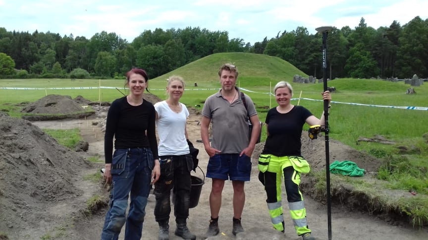 Arkeologerna Alexandra Sanmark, Marta Lindeberg, Mathias Bäck och Kristina Jonsson kommer tillbaka till Anundshög för nya utgrävningar vecka 39.