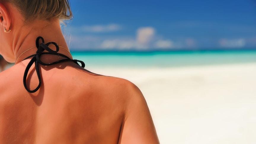 Solens UVA- og UVB-stråler kan gjøre huden solbrent, gi soleksem, være kreftfremkallende og gi en raskere aldringsprosess i huden.