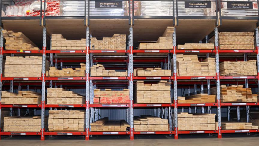 XL-Byggs anläggningar certifiera sig enligt PEFC och FSC, för att säkerställa att deras anläggningar säljer virke och träprodukter som kommer från hållbart brukade skogar.