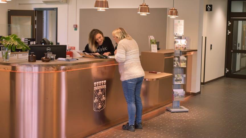 På medborgarkontoret kan du som medborgare bland annat få hjälp med enklare kommunala ärenden och turistinformation. Foto: Malin Wiik