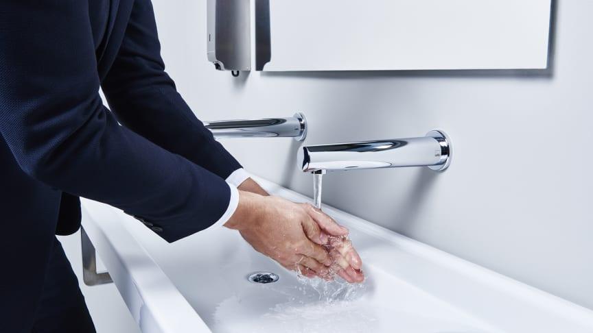 Berøringsfri vandhaner øger hygiejnen i det private hjem og i det offentlige rum.