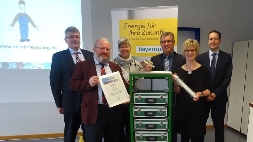 """Bayernwerk erhält als """"Sammler der ersten Stunde"""" einen Lernzirkelwagen für seine Ausbildung"""