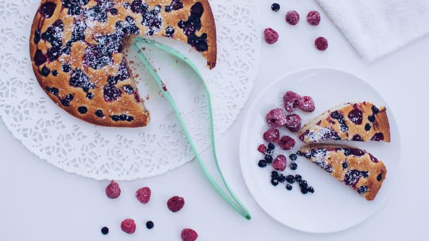 Magissos' kakespade er smart å bruke og fungerer like bra når du skal skjære i en høy kake som en lav.