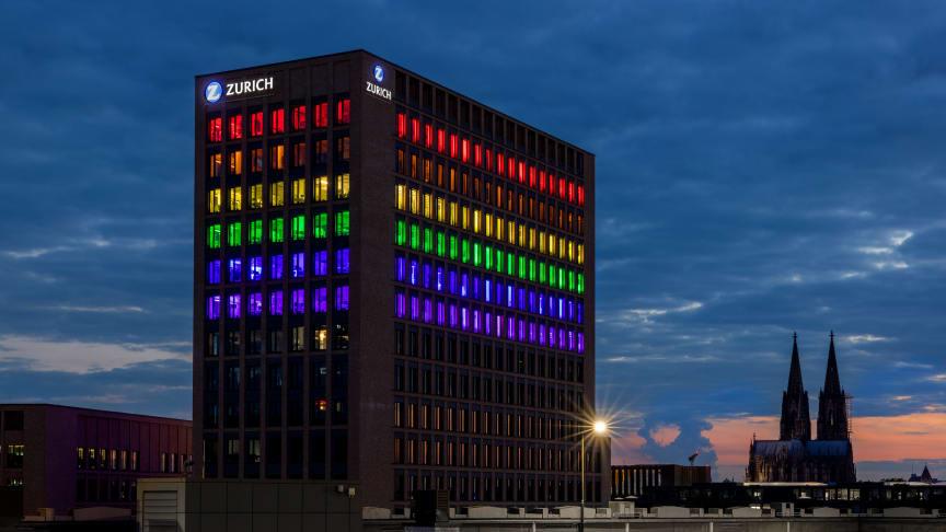 Die Zurich Gruppe Deutschland lässt ihre Direktion in Köln während der ColognePride in Regenbogenfarben erstrahlen.